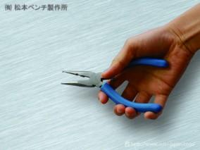 万能ペンチ。 針金の切断から曲げ加工まで便利!
