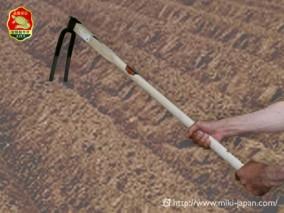 手打鍛造 大型鍬 二本爪備中鍬 1050mm 厳選本樫柄付