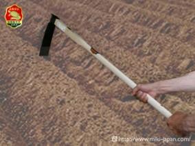 手打鍛造 大型鍬 バチ鍬(竹の子堀) 1050mm 厳選本樫柄付