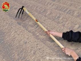 手打鍛造 中型鍬 三本爪 1050mm 椎柄付
