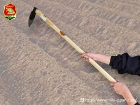 手打鍛造 中型鍬 舟型 1050mm 椎柄付